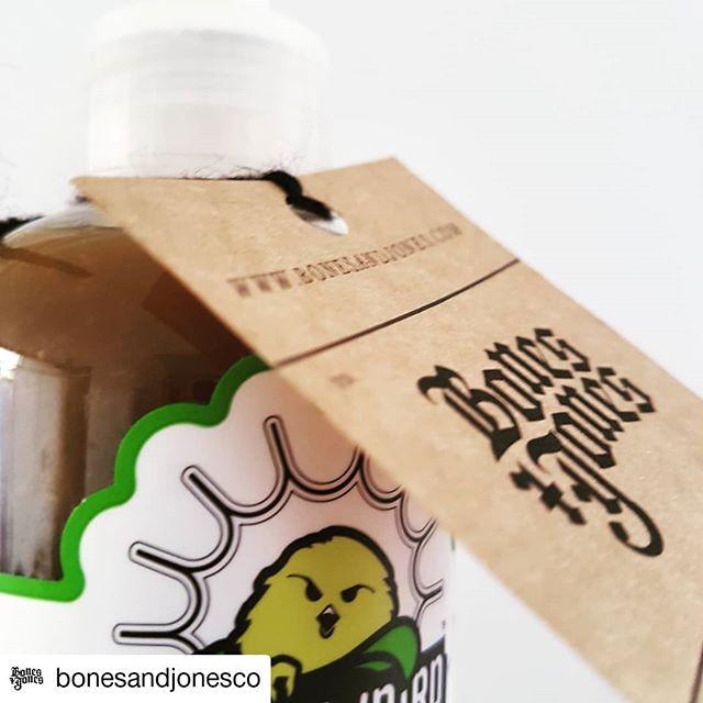#Repost @bonesandjonesco • • • • • • ¡Etiquetando nuestras salsitas! Preparándonos para el evento en la planta de @rothhammerbeer con todo!  #launionhacelafuerza #sauces #salsas #salsasdelmundo #bonesansjones #delicious