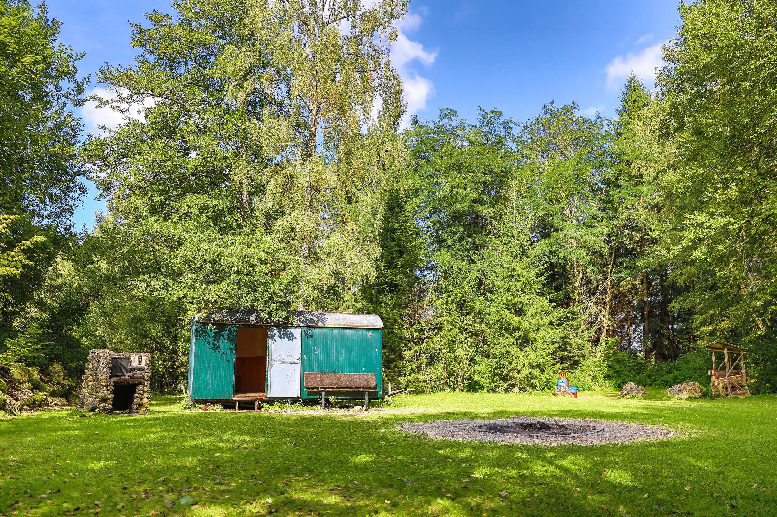 Große Feuerstelle, Brennholz vor Ort erhältlich