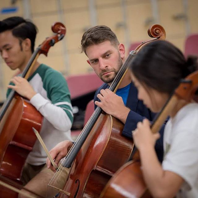 """Tonight's program will begin with a side-by-side with students from the 'Iolani School performing Bach's Brandenburg Concerto No. 3. """"I am really excited for this multi-collaborative effort,"""" says HCMF Founder Chris Yick @yicktopher . """"The Hawaii International Music Festival has parallel ambitions with my organization, and I'm excited about teaming up to make a positive impact in our islands. As a graduate of 'Iolani myself, this side-by-side will be an especially meaningful performance for me."""" The event is co-produced by the Hawaii Chamber Music Festival @hawaiicmf and the Hawaii International Music Festival @himusicfestival in collaboration with 'Iolani School. The concert will be at the Mae Zenke Orvis Auditorium; doors open at 7 p.m. For more information and tickets, please click on the link in bio. . . . . . . .  #oahu #aloha #honolulu #hawaii #travel #kauai  #hawaiilife #cellista #violoncello #violin #violinist #juilliard #classicalmusic #classical #musician #strings #lincolncenter #lincolncenter #yoyoma #chambermusic #violon #hawaiimusic #hawaiimusician #brahms #brahmsmusic #hawaiimusicians #hawaiimusicscene #hawaiichambermusic #hawaiisymphonyorchestra #hawaiiyouthsymphony"""