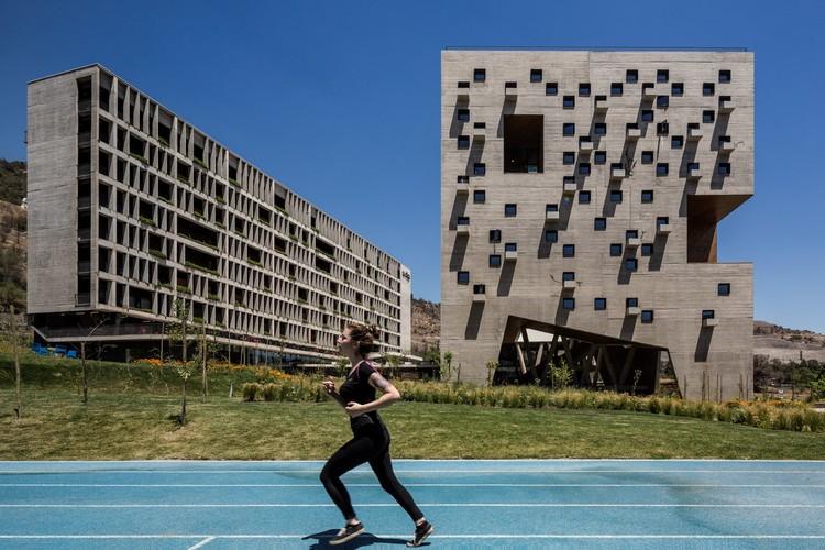 Facultad de economía y empresa UDP - Rodrigo Duque Motta + Rafael Hevia + Gabriela Manzi ©  Fernando Guerra