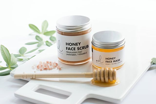 Still need a gift to say thanks on Mother's Day? Our Honey Loving Bundle is the perfect gift for her. Every mother deserves to have hydrated and glowing skin.✨ . . #mothersday #honeyloving #bundle #gift #glowing #hydrated #skin #naturalingredients #handmade #smallbusiness #eauclairewi