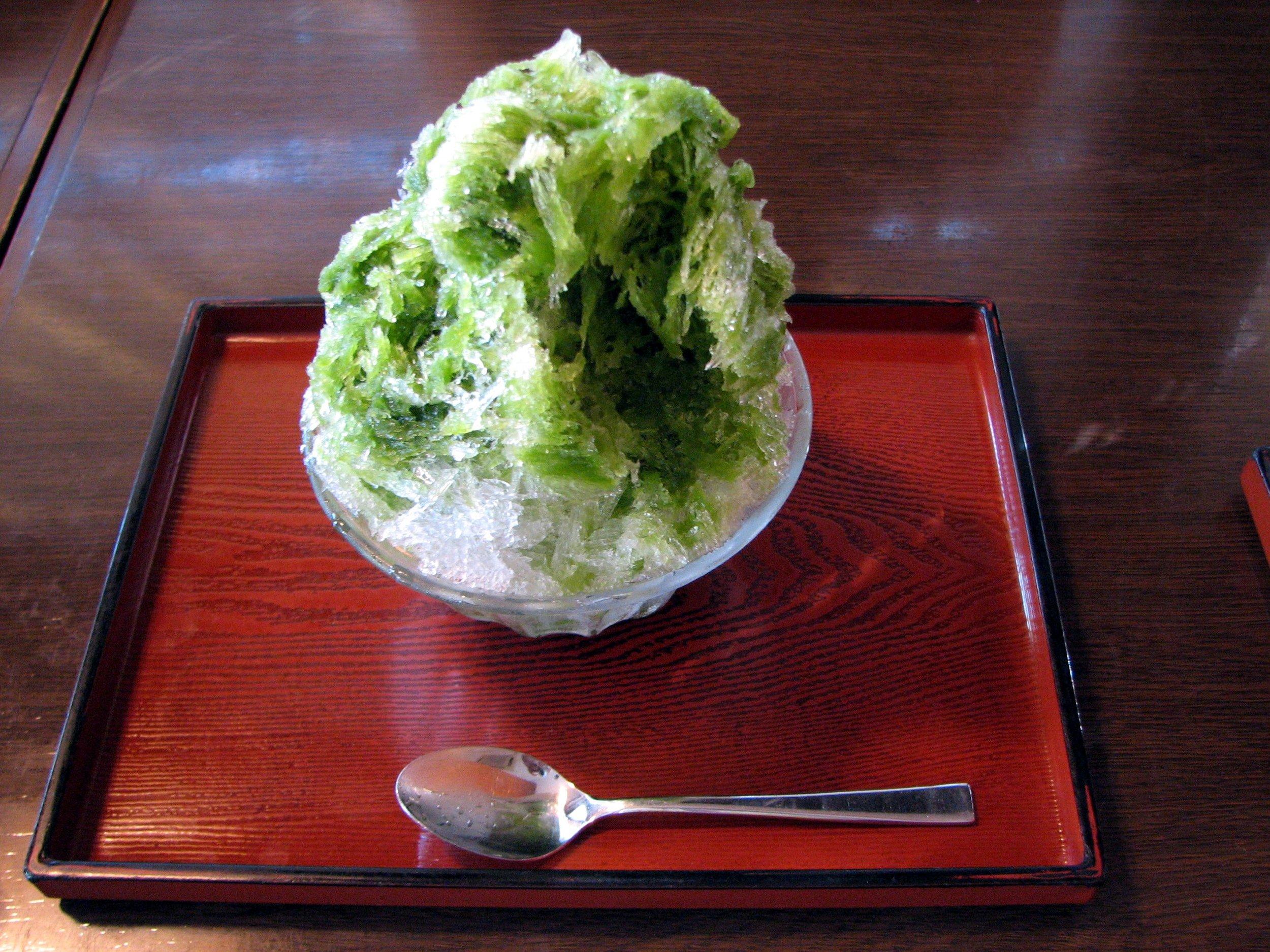 Matcha, or green tea flavored Kakigori snow cone. (Photo: Chris 73 / Wikimedia Commons )