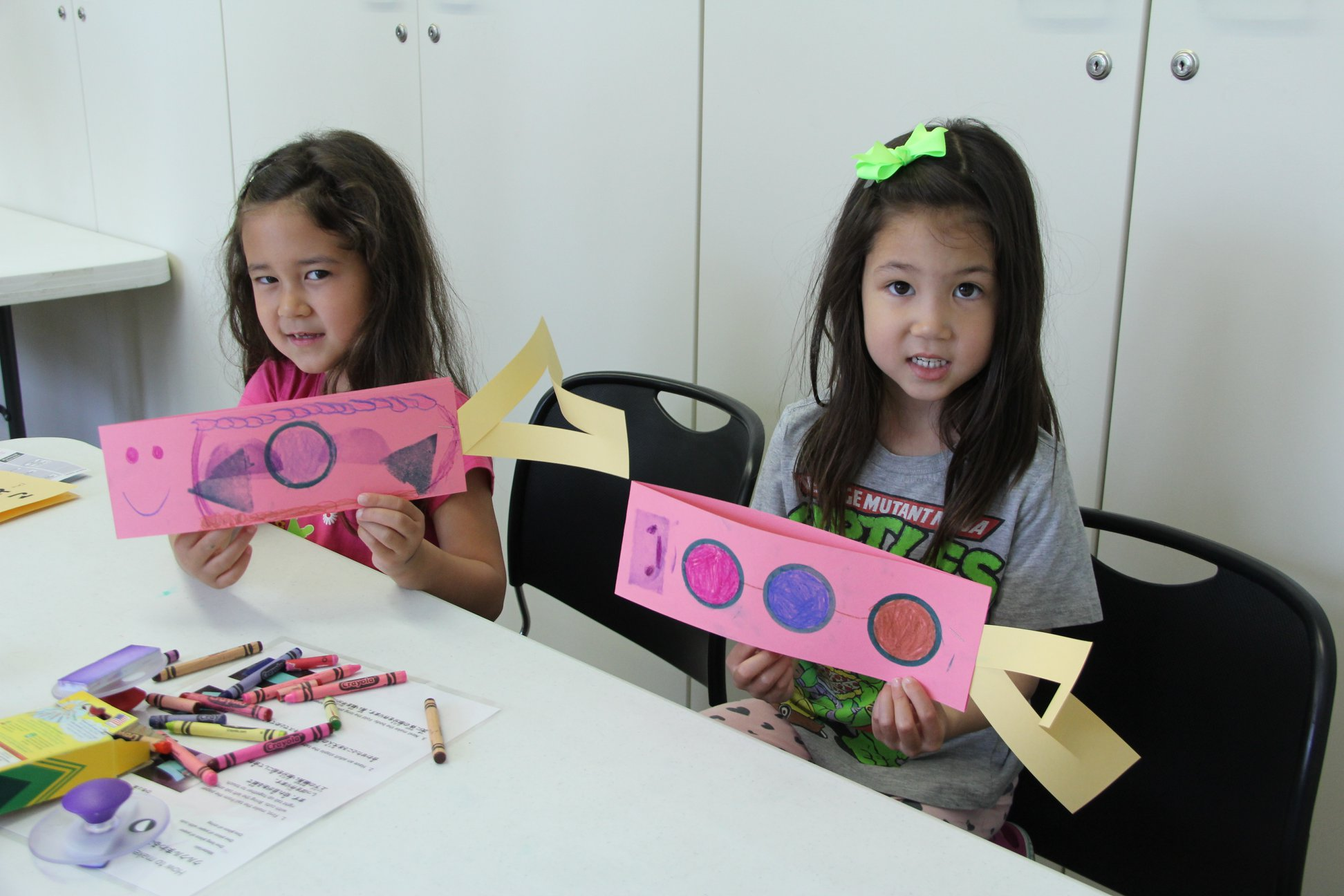 Kids make paper Koinobori during our 2018 Kodomo no Hi.