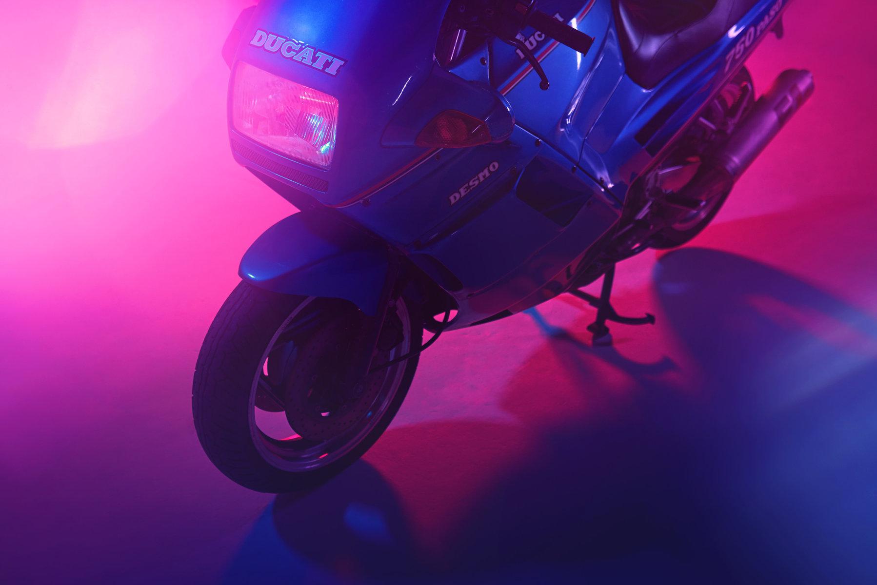 matthew-jones-ducati-paso-750-in-atlanta-ga-studio-11-2100089.jpg