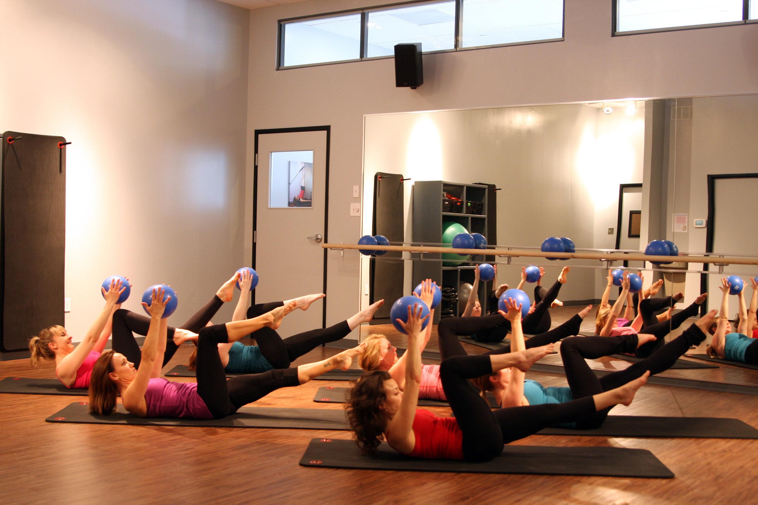 Instructors - Single Leg Stretch with Ball.jpg