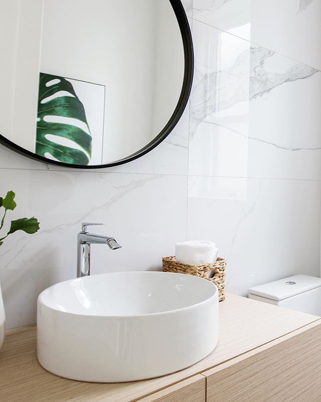 Powder room perfection at a recently completed custom home in Vancouver 🌿 Photo: @pineconecamp