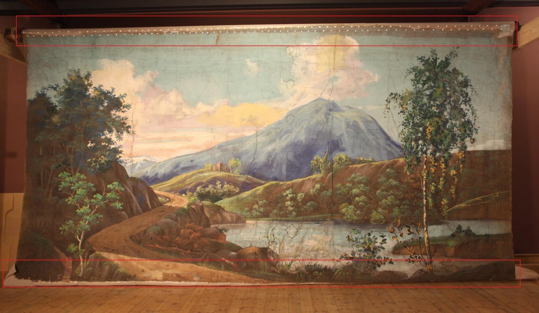Randbedoeking op achterdoek in rood. Geschilderd door Gjøs, ca 1847 in collectie Halden Historiske Samlinger, Østfold Museum. Foto -Ola Sæther