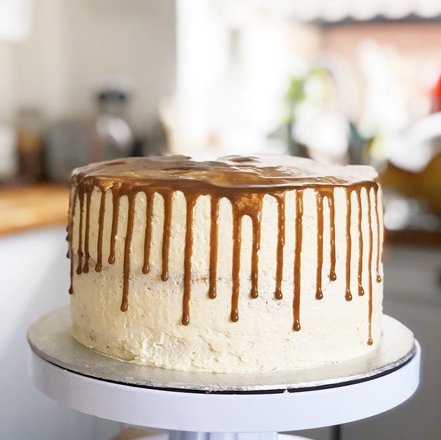 It's been a while since I shared some baking on here! I had a go at my first drip cake this weekend, this one is caramel apple flavoured, a cinnamon sponge, Swiss meringue buttercream and apple pie filling centre and a caramel drip, my drip was a bit too runny but making dairy free caramel is easier said than done so I'm pleased with the result!  #homebaking #homebakedcake #dripcake #foodphotography #foodstagram #cakesofinstagram
