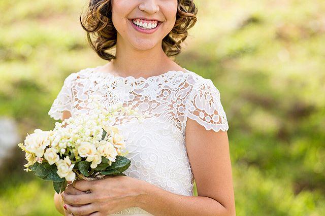 Detalhes do vestido da noiva Valéria, que fotografamos em Guaratinguetá, São Paulo 💕 #anahiromifotografia ⠀⠀⠀⠀⠀⠀⠀⠀⠀ 📷 Para saber mais sobre o nosso trabalho, acesse o nosso site! Link no perfil ⬆️⠀⠀⠀⠀⠀⠀ Entre em contato e reserve a sua data! Fotografamos em todo o país!⠀⠀⠀⠀⠀⠀⠀ ✉️ contato@anahiromi.com ✅ (11) 99512-8144