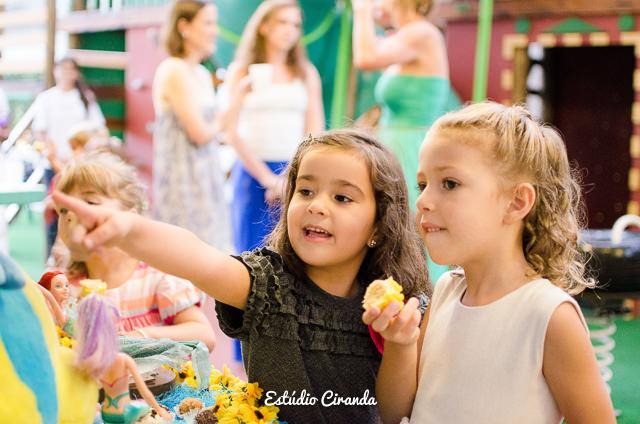 festa-infantil-estela-5-anos-buffet-la-no-quintal-20.jpg