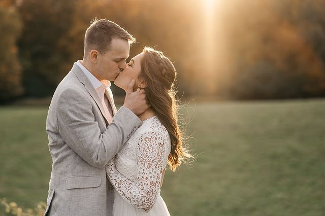 Courtney and Kyle's elopement on Monday was the absolute sweetest 🥰 We met at Shelburne Farms, and despite the unexpected downpour when we first arrived, these two lucked out with the most beautiful light for their session and ceremony. They read their vows with 15 of their closest friends and family members, surrounded by the beauty that is Vermont this time of year 😍🙌🏻 So so happy for you two! 💜  Also, super happy that I'm testing out a Zeiss lens for @clickmagazine right now. I meannnn... that flare tho 😍🤯🙌🏻 .⠀ .⠀ .⠀ .⠀ #elopementlove #justalittleloveinspo #couplegoals #radlovestories #rawlovestories  #vermontphotographer #authenticmoments #elopementphotographer #vermontelopement #getlost #newenglandelopement #shelburnefarmswedding #eastcoastphotographer #newenglandphotographer #greenweddingshoes #lookslikefilm #loveandwildhearts #honestmoments #livethelittlethings #realengagements #realcouples #btv #vermont #welovermont #stayandwander #wildloveadventures #wanderingphotographers