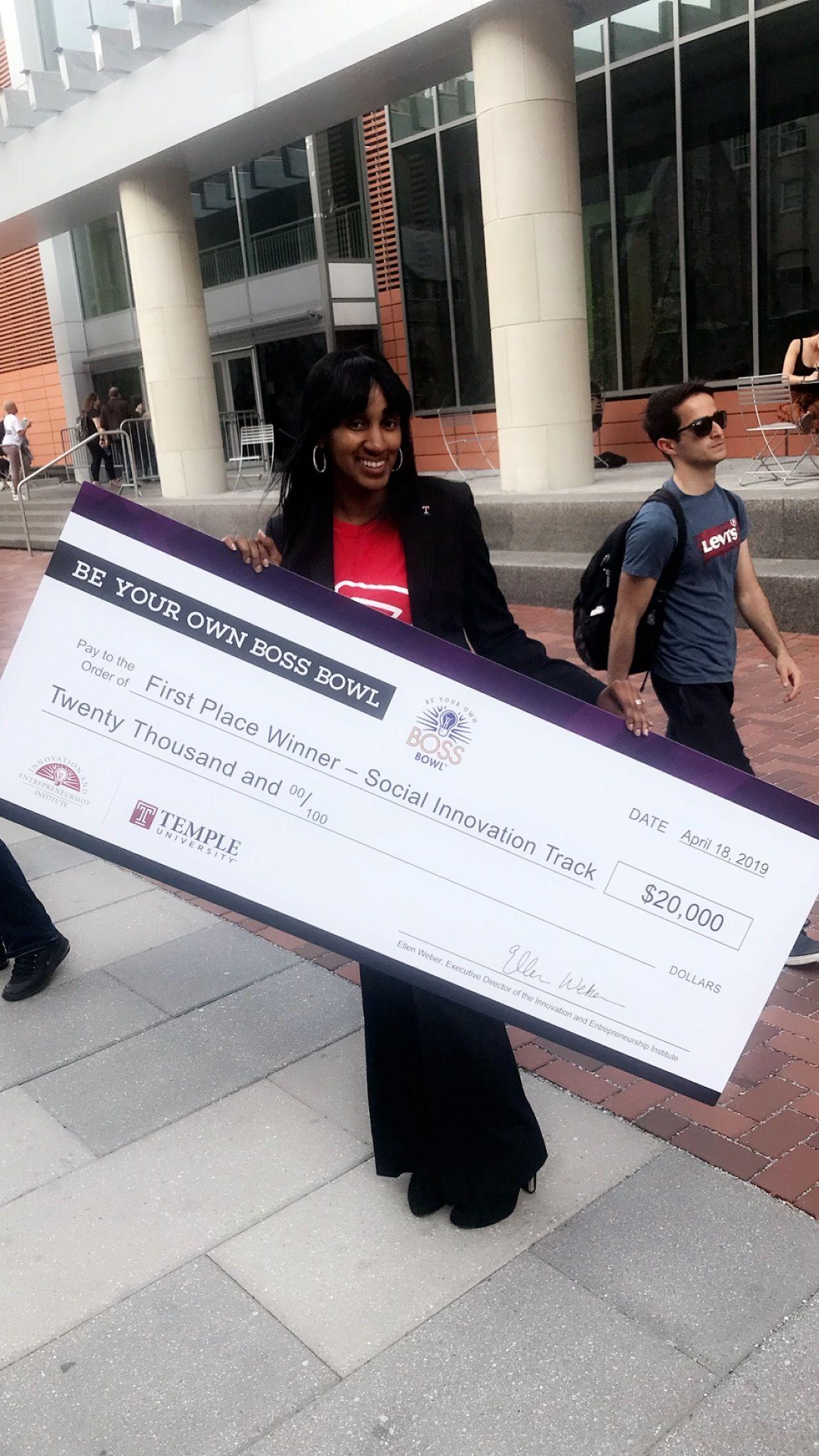 Shari Smith-Jackson, founder of    Pay It Forward LIVE