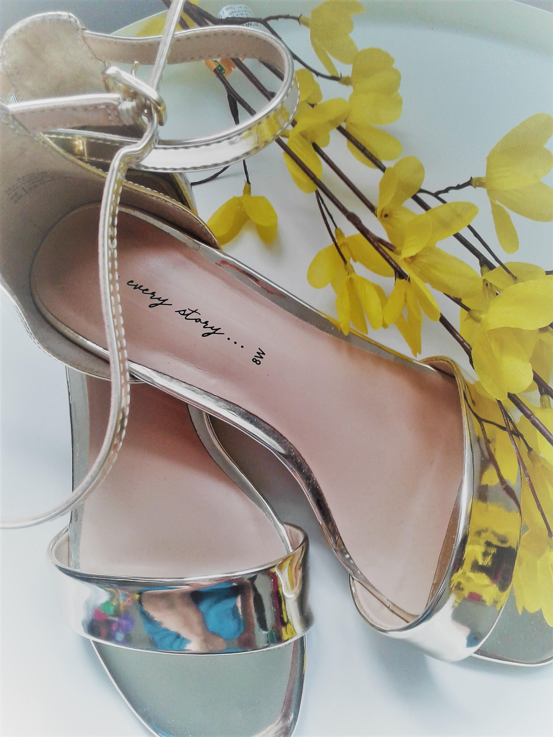 sandales dorées.jpg