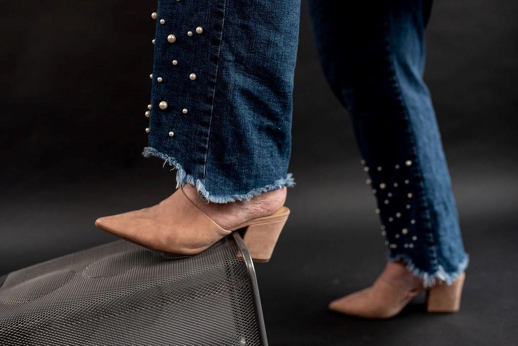Bas du jeans et mules roses.jpg