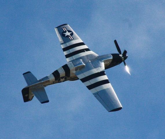 1945 P-51 Mustang rolls into a loop..jpg