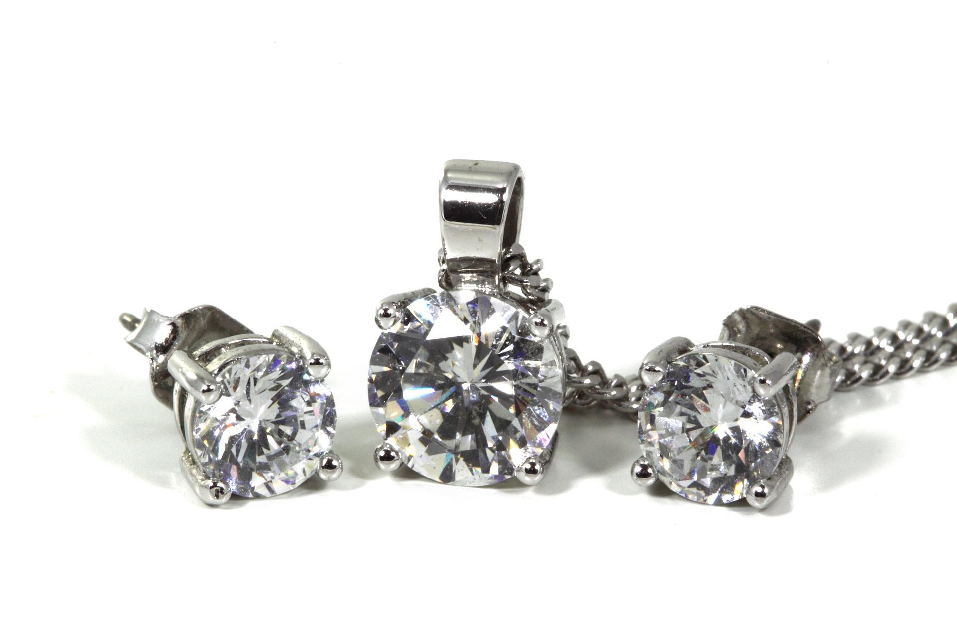 jewellery-2043_1920.jpg
