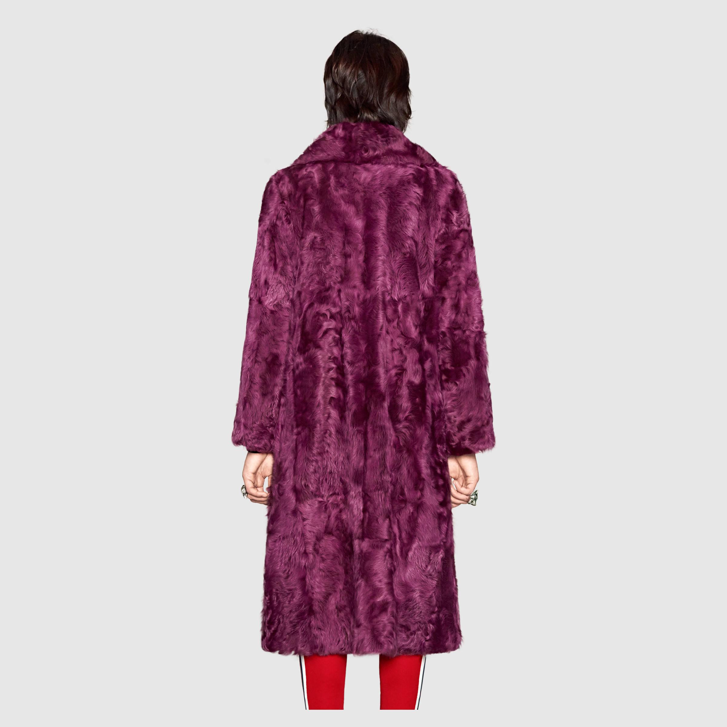 479099_XF066_5012_005_100_0000_Light-Fur-coat-with-brooch.jpg