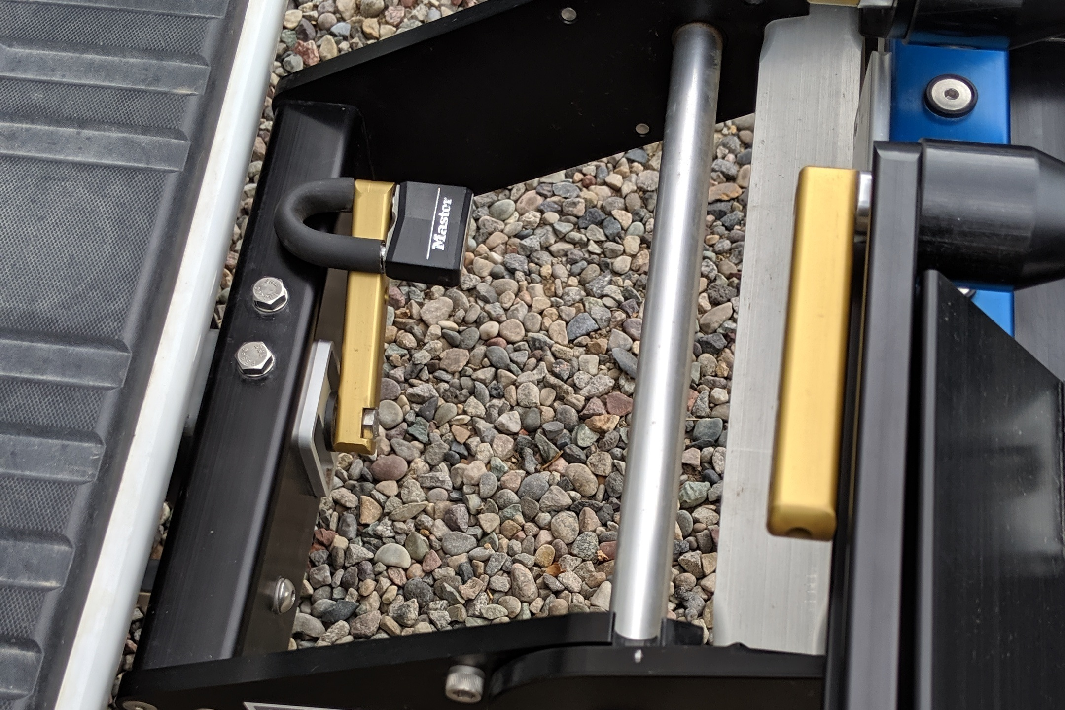 Quik Rack Mach 2  - Anti-wobble locking system can be locked into place to prevent rack theft - Picture #13