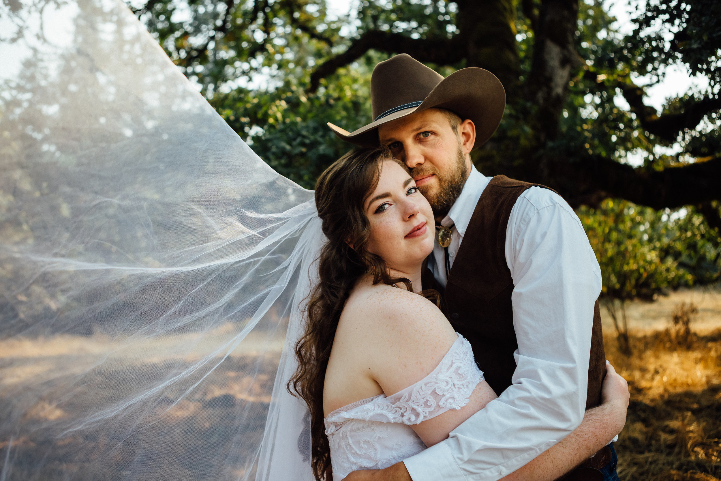 corvallis-oregon-wedding-photographer_Smith-Farms-Prechel-couple.jpg