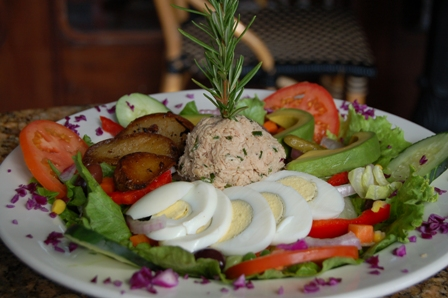 resized salad nicoise.JPG