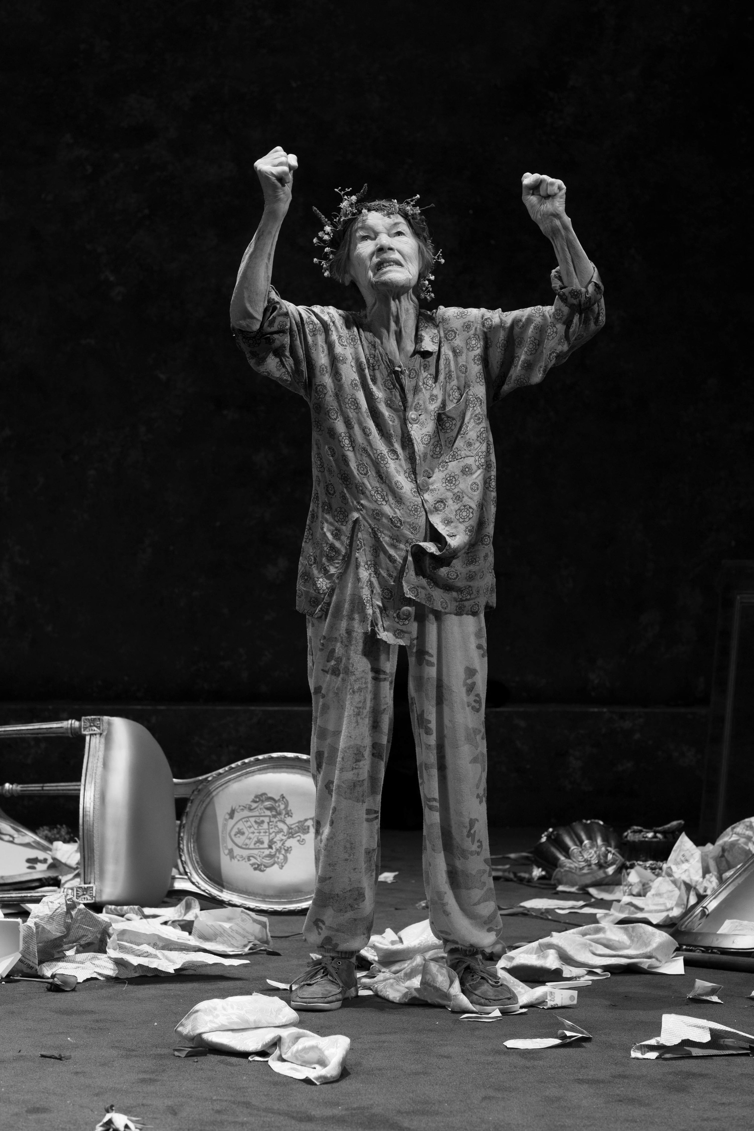 WEB-LACOMBE_19016_KING_LEAR_ONSTAGE_Q9A4012_A.jpg