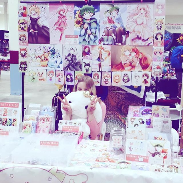 Having a great time at #kelownacomiccon !!!! Thank you everyone who came by my table!! 💖