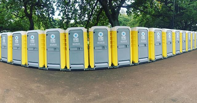 Loos for days! #portaloos #albertpark #ausaoweek #kiwiflush
