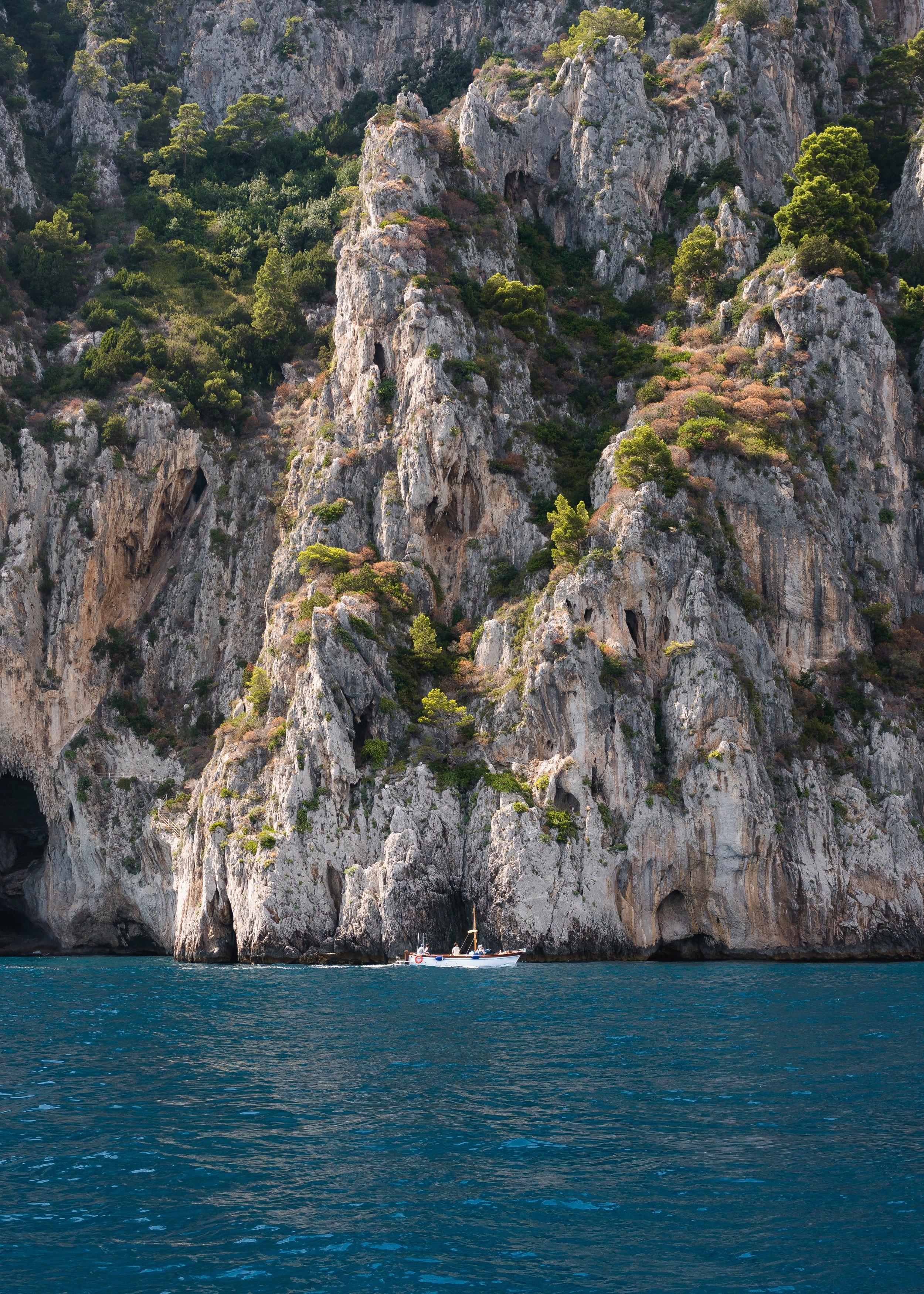 boat-capri-cliff-1615677.jpg