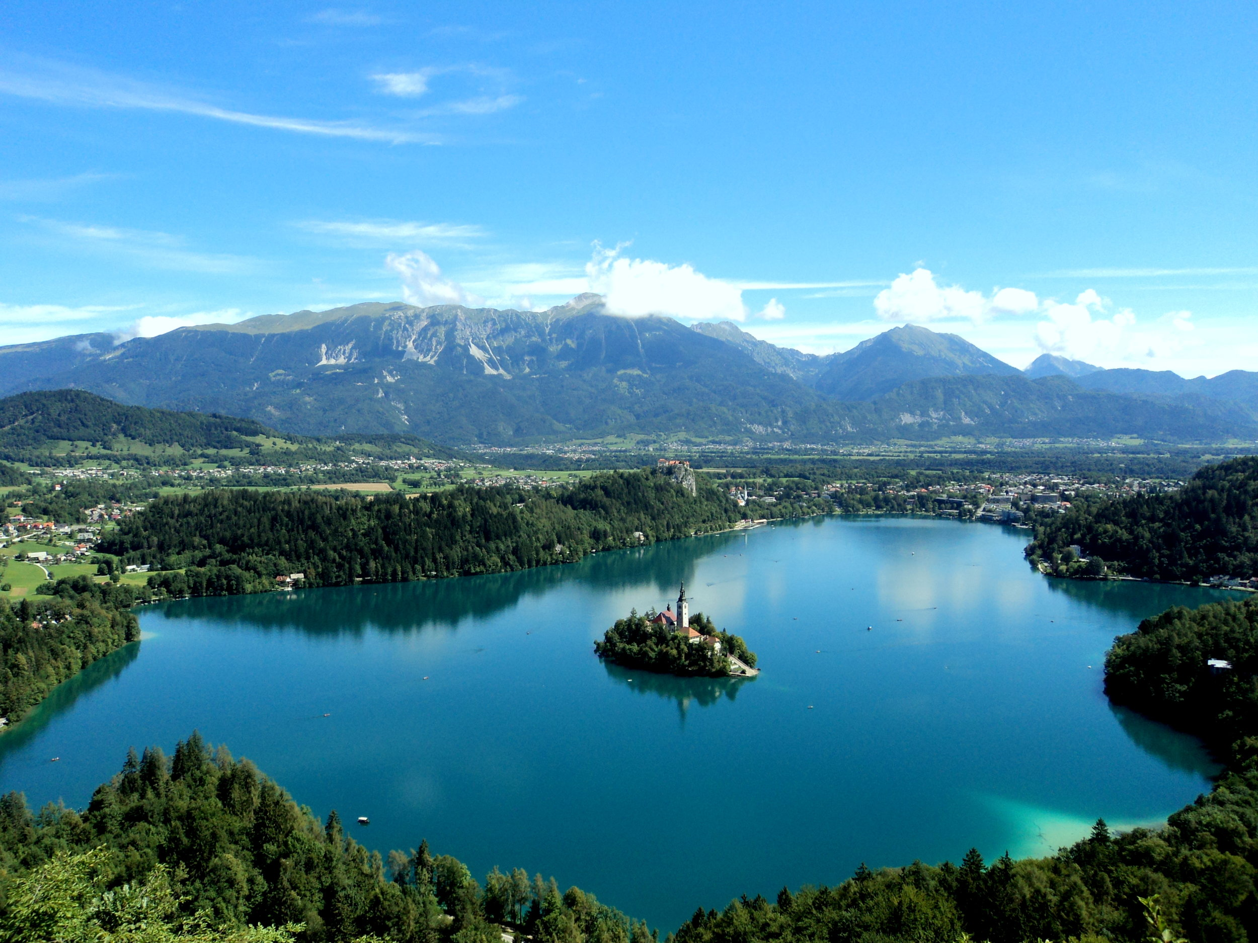 Lake_Bled_from_the_Mountain.jpg