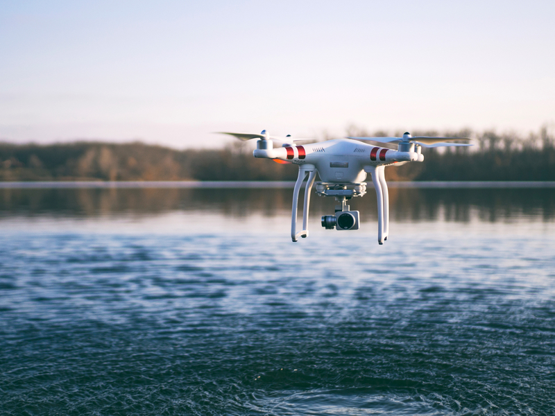 drone-flying-over-the-lake_800.jpg
