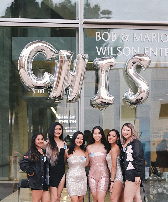 Social Night was a success with all you beautiful ladies!✨ Last event is Garden Party today at 11:30. Chis requires a two event minimum in order to apply so make sure to come out today!🤗 #rushchis