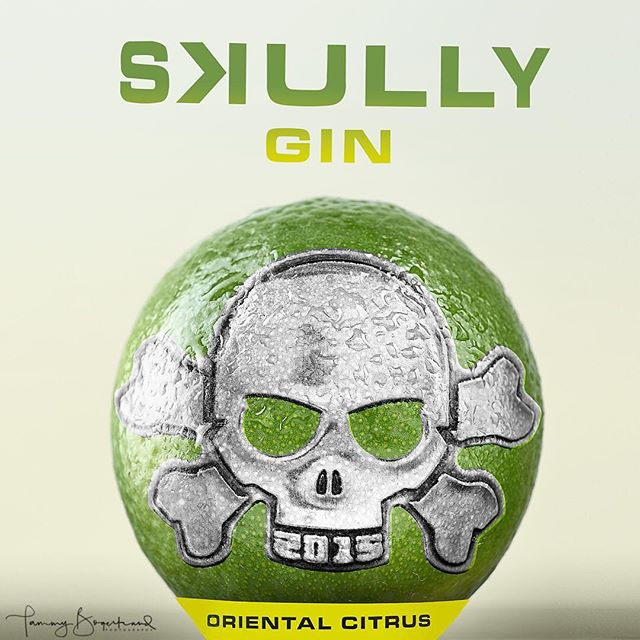I had this idea to create something fun with the @skullygin logo from the bottle that I have. (I hope you don't mind Skully?!) . . #tabletopphotography #commercialphotography #skullygin #orientalcitrus #gin #skullandcrossbones #thep52collective #hillerødvinkompagni #photoshopmagic