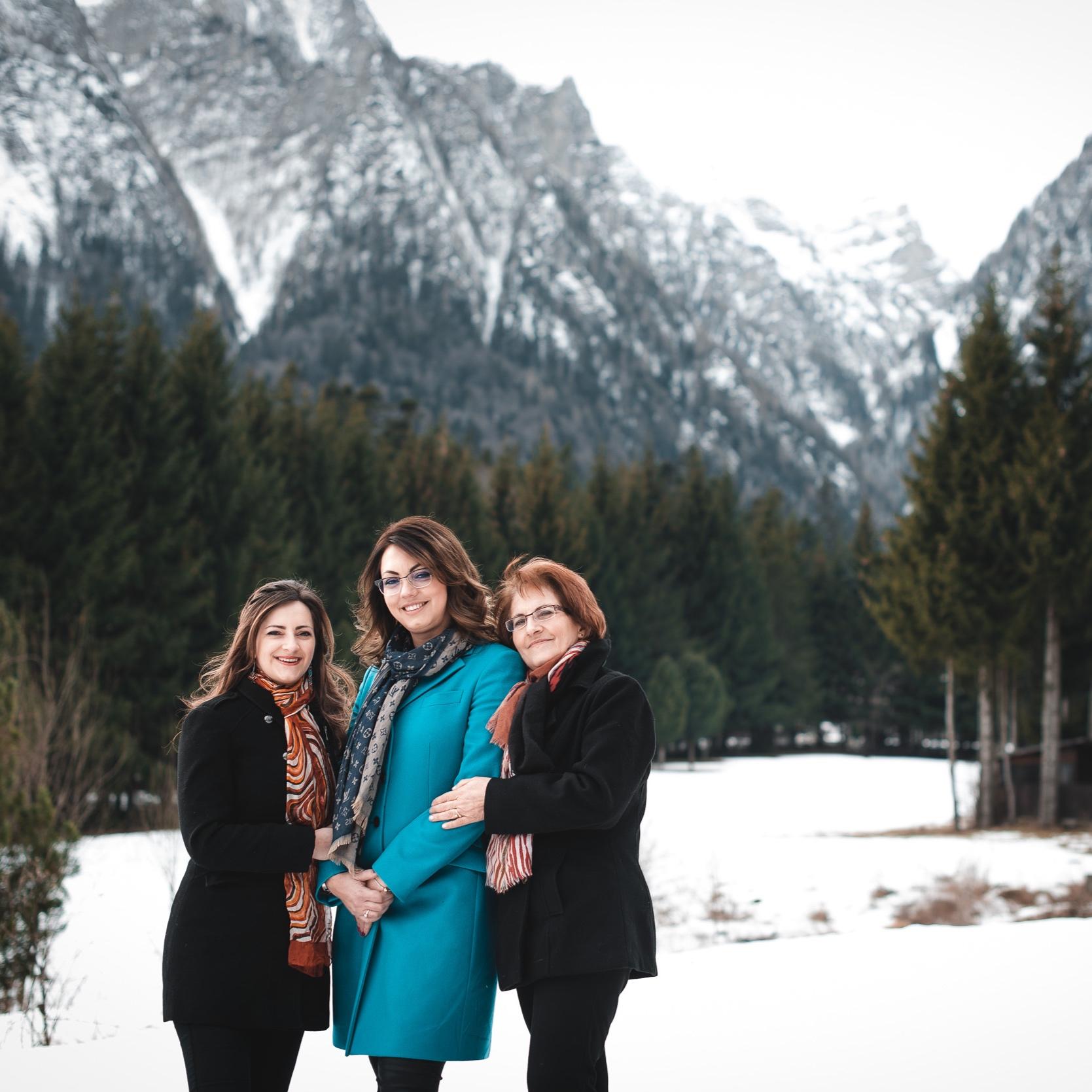 Moraru Family - Outdoor and studio ladies portraits.