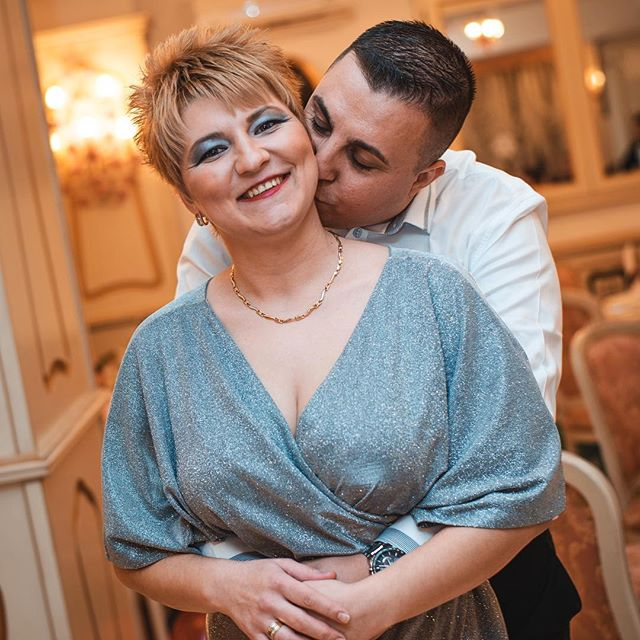 We rarely pose people at events but when we do we like to keep it natural.  primephotographic.eu  #event #baptism #photography #baptismphotography #party #couple #love #kiss #happy #together #picoftheday #nikond610 #50mm #venue