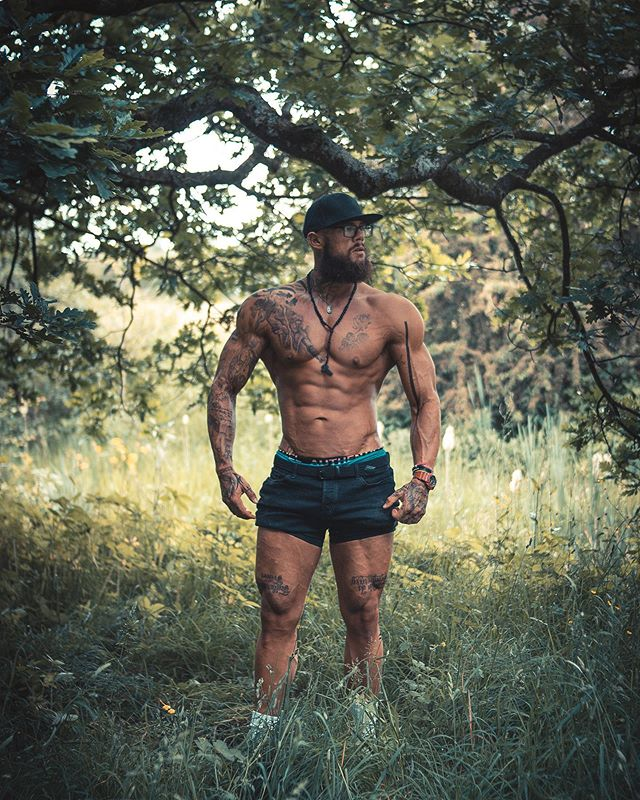 Picture of my brother. Wasn't the first and won't be the last. _____________________________________ Model: @jesuishench  Web: primephotographic.co.uk and davidaddison.eu  #photooftheday #forest #trees #physique #bodybuilder #abs #portraitphotography #outdoors #canon70d #yongnuo35mm