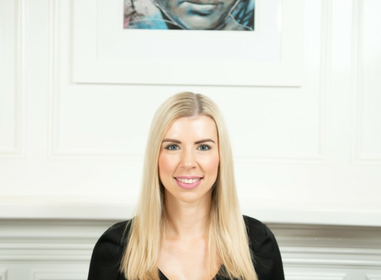 """MEET THE TEAM - Our next team member in the """"meet team YL"""" series is Jenna who is our Dermal Therapist and comes to us with an extensive dermal therapies and high end spa background."""