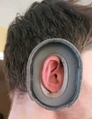 conductive fabric along the inside of the ear cup