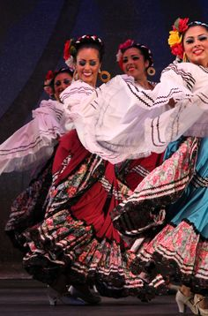 352c59641b6f914ad70a27a8f092a43f--folklore-mexicano-ballet-folklorico.jpg