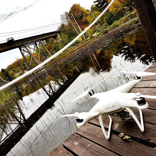 Tournage à Estman pour le Orford Express . . . #video #estman  #dronephotography #drone #dji #automn #colors #fall  #landscape #lake #nature #instagood #photooftheday #picoftheday #instagram #photography #photo #filmaking #advertising #film #videoproduction #sherbrooke #sherby #sherbylove #cantonsdelest #estrie #pixelnordinc #canada #peoplescreatives  @boulangerie_artisanale_dora on arrive 😋🍩🤯