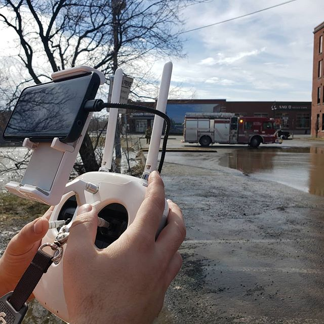 Tournage inondations Sherbrooke . . . #video #dji #colors #instagood #photooftheday #picoftheday #instagram #photography #photo #filmaking #advertising #film #videoproduction #sherbrooke #sherby #sherbylove #cantonsdelest #estrie #pixelnordinc #canada #peoplescreatives
