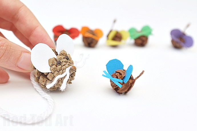 Pine Cone Crafts – Rainbow Mouse Family by Maggie