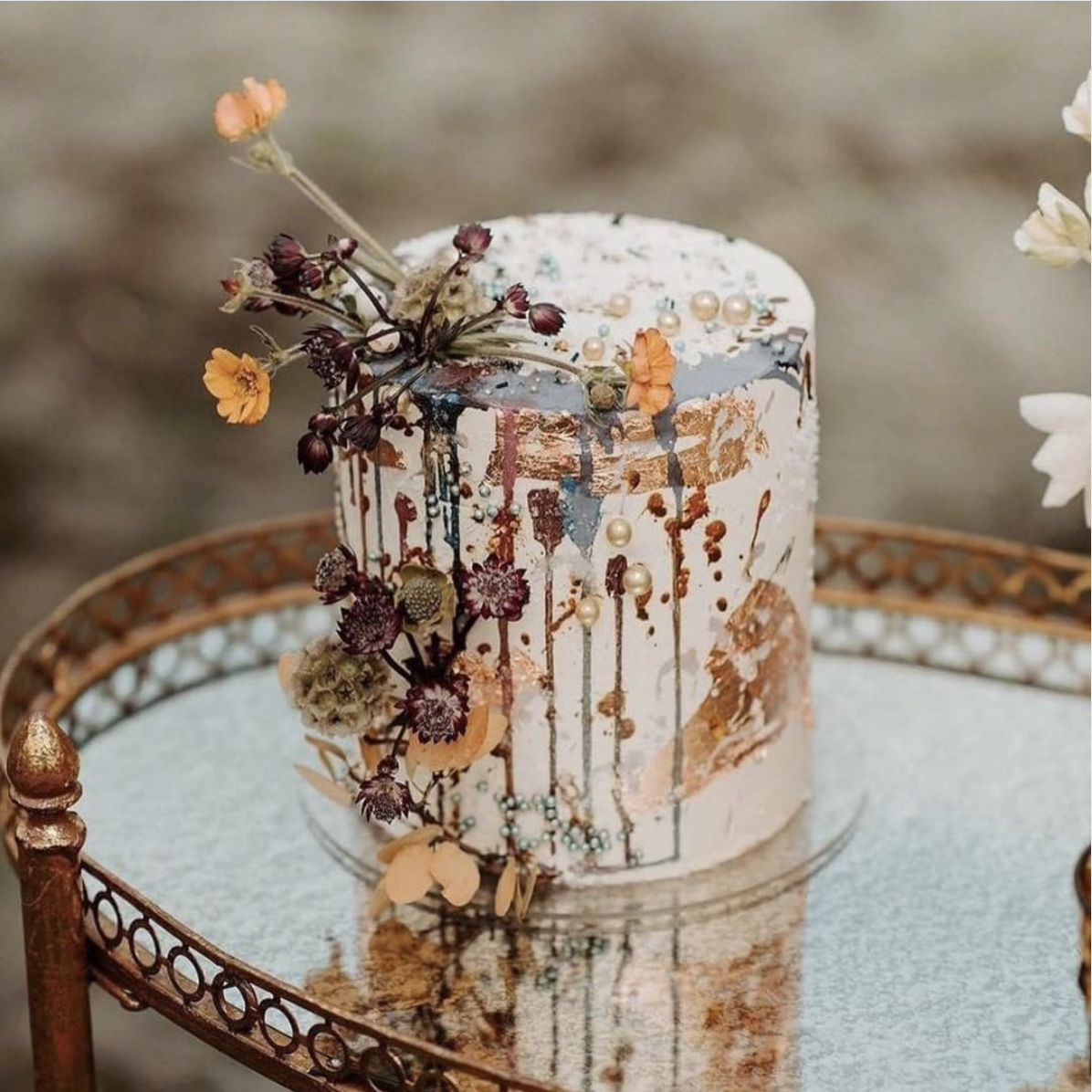 Rustic, Chic Wedding Cake ;  Flowers by Hey You Flowers ;  Cake by Foxtail Backshop  ;  Photography by Madeline Rose Photography