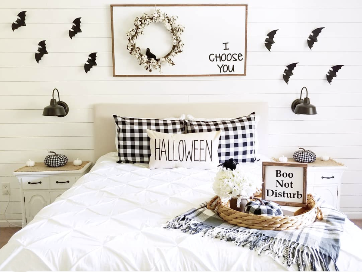 You don't have to be a die hard Halloween fan to love Ashli's festive bedroom look. Just enough spooky to still be quite bootiful!