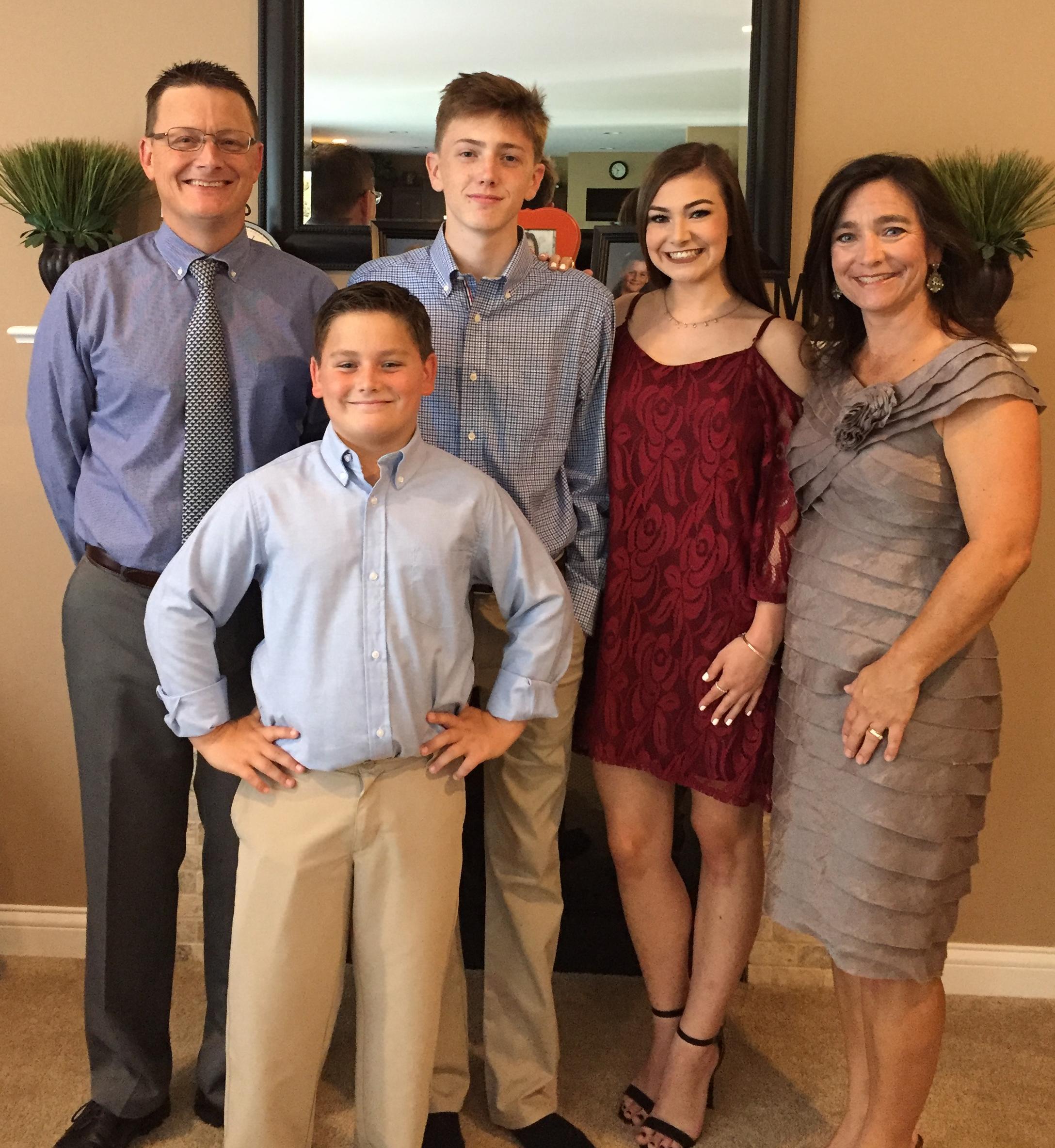 Kidney donor Shari Weber, her husband and recipient Jeff with their three children.