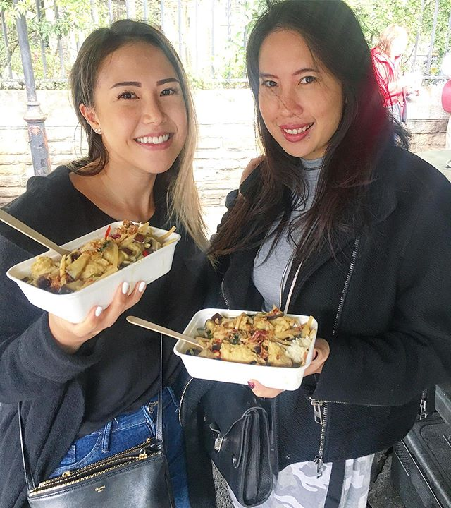 Thai customers' favourite: our chick'n green curry! 💚 This classic may sound a little boring, but it's surprisingly difficult to find a good, actually authentic version of it here in the UK.👻 According to @itsevenoteva_ (one of the beauties in this pic🥰), ours is the best she has had in 10 years she's been living here in London - vegan or not!🤯 In fact, the majority of our Thai repeat customers always come back for the green curry.🍛 We have also recently developed the recipe to be gluten-free so more can enjoy this amazing dish.🙌🏻❤️ . . If you haven't tried it yet, come find us at @boroughmarket !✨ Monday - Saturday, opening times in bio.🙏🏻 . . . . . #greedykhao #nofishsauce #boroughmarket #greencurry #veganthai #thaicurry #plantbasedthai #eatauthentic #liveauthentic #londonfood #londoneats #glutenfreeeats #glutenfreelondon #vegansofldn #veganlondon #veganfoodspot #veganfoodshare #whatveganseat #thaifoodlondon #aroi #eatfamous #vegancurry #veganUK #ลอนดอน #เที่ยวอังกฤษ #วีแกน #มังสวิรัติ #แกงเขียวหวานไก่