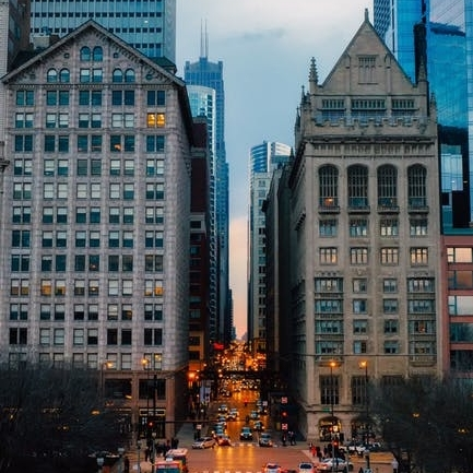 Loop - The Loop architecture is dominated by skyscrapers and high-rises stating Chicago's prominence as a global city. Residents have a true sense of urban living with the charms of contemporary amenities and historic echoes of Americana.