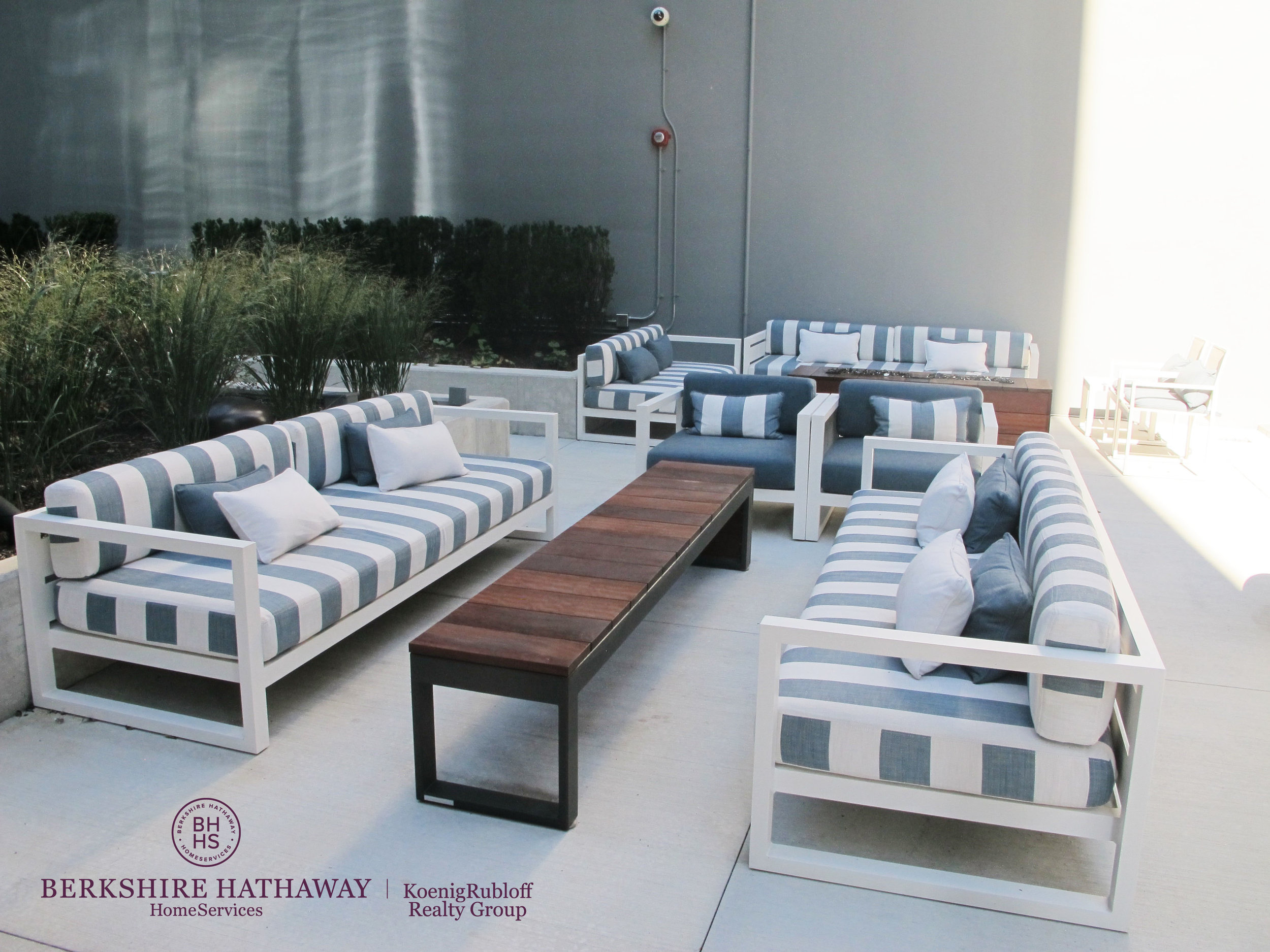 zOutdoor Seating 2.jpg