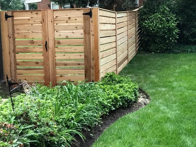Landmark Fence Cedar Horizantal.JPG