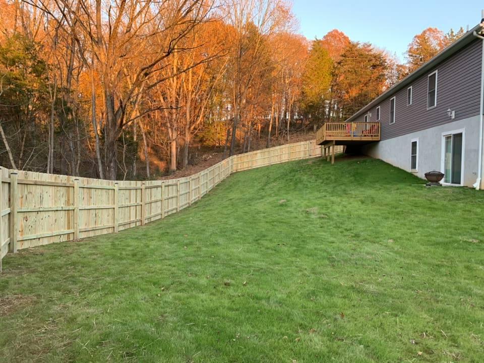 Landmark Fence DE2.jpg