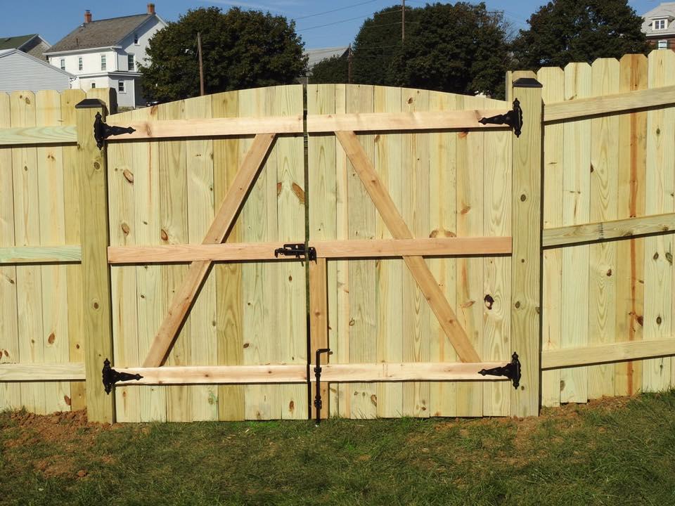 Landmark Fence de16.jpg